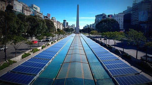 El #Metrobus porteño incorpora más de 300 paneles solares - @edumacchiavelli