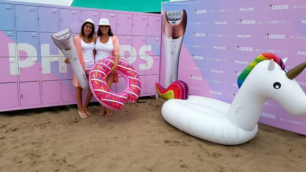 Philips invita a las mujeres a disfrutar de la playa instalando lockers en un parador de la costa #VeranoLibreSatinelle