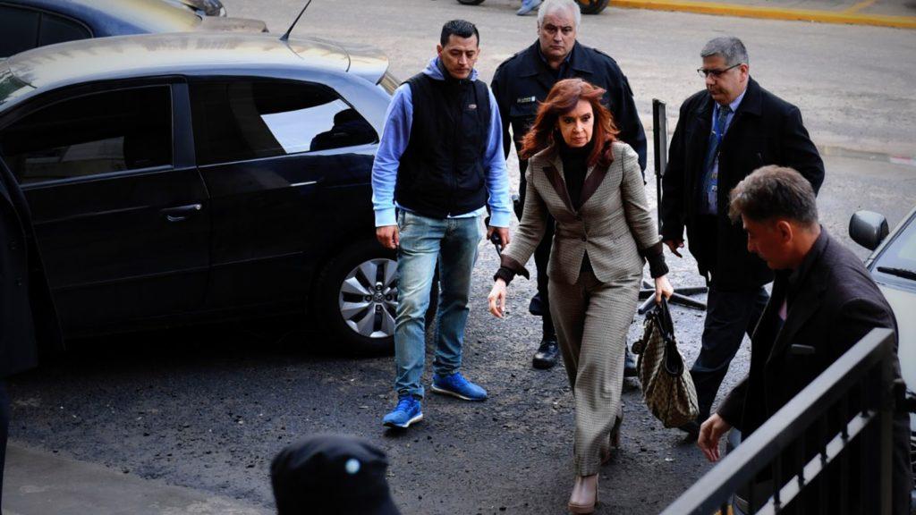 Cristina Kirchner acorralada con varias causas judiciales en su contra declara hoy ante Bonadio